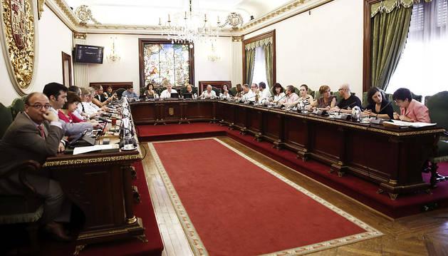 Imagen de la actual Corporación de Pamplona durante la celebración de un pleno.
