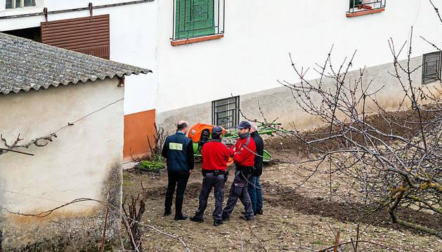 Agentes de policía en el lugar del accidente.