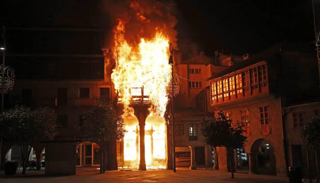 Al menos nueve desalojados por el incendio en un edificio en Pontevedra