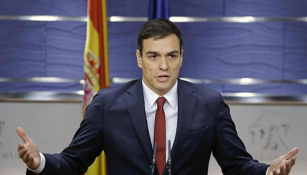 Pedro Sánchez, durante la rueda de prensa que ha ofrecido en el Congreso, tras la audiencia con el Rey.