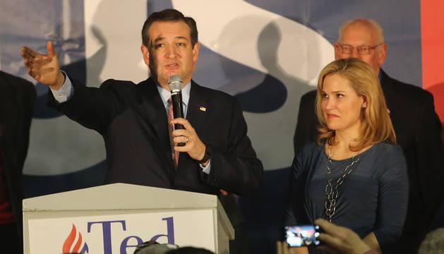 Cruz gana a Trump y Clinton empata con Sanders y  en las primarias de Iowa