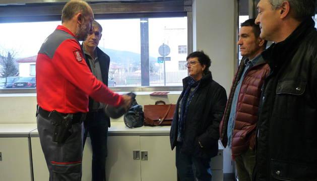 Carlos Yárnoz durante el encuentro con la consejera Beaumont.