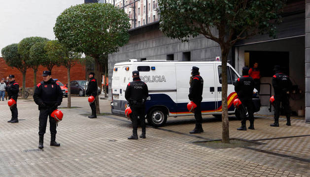 Los detenidos, a su llegada al Palacio de Justicia de Navarra.