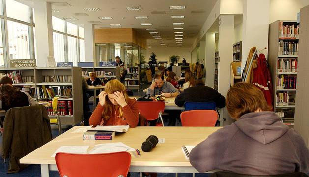 Sala de lectura de la biblioteca de Yamaguchi.
