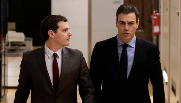 Rivera advierte a Sánchez de que su pacto no servirá si no incluye al PP