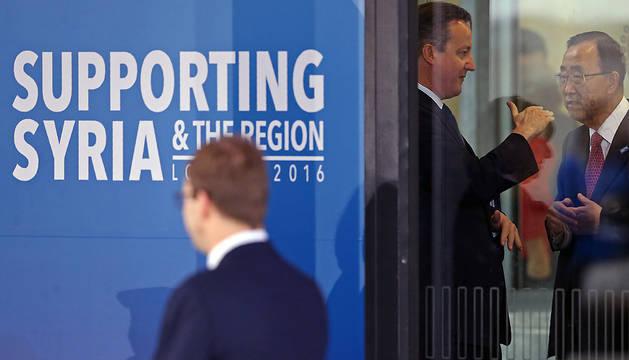 David Cameron y Ban Ki-moon conversan este jueves.