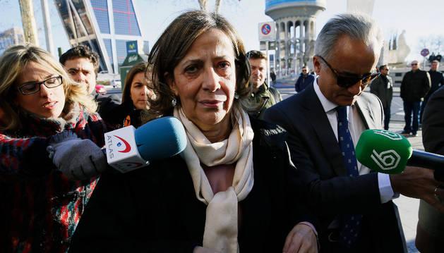 La tesorera del PP, Carmen Navarro, llega a los Juzgados de Plaza de Castilla.