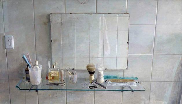 'Lavabo y espejo', obra de Antonio López.
