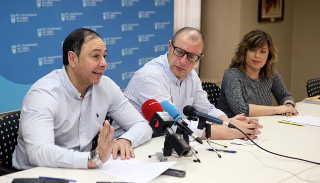 Los ediles del PSN en Tudela José Ángel Andrés, Carlos Gimeno y Silvia Cepas.