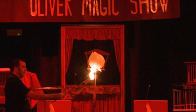 El mago Oliver presenta el show 'Libro mágico'