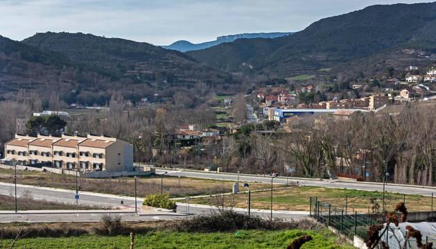 Vista de una parte de la urbanización de la Tejería de Zaldu, con las primeras viviendas construidas.