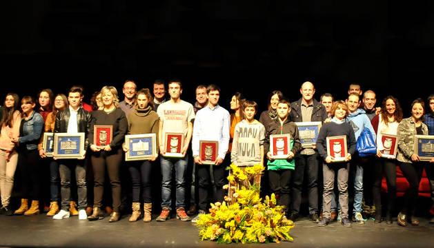 Foto de familia de todos los deportistas premiados en la gala celebrada anoche.
