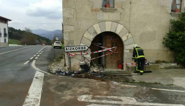 Imagen de la fachada tras el choque del vehículo.