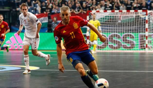 Miguelín, en el primer partido de España.