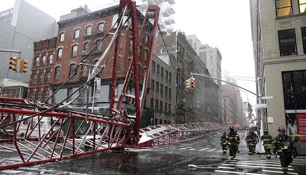 Cae una grúa de 20 metros en Nueva York