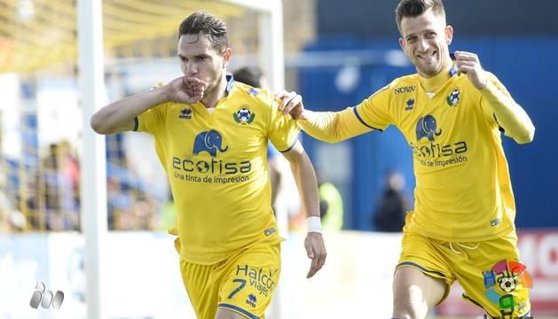 Los jugadores del Alcorcón celebran un gol.