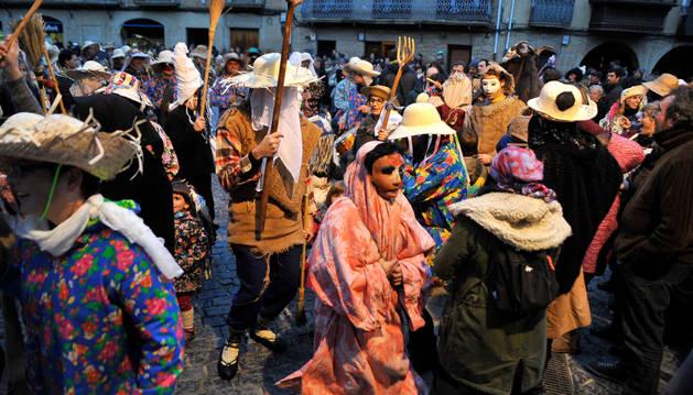Los vecinos de Olite disfrazados el sábado en el Carnaval Rural.