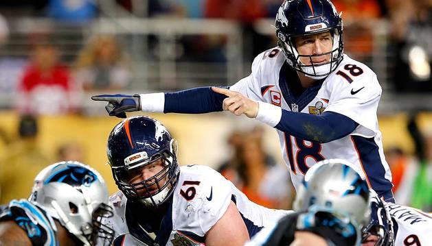 El veterano mariscal de campo Peyton Manning, apoyado por una gran defensa, lideró a los Broncos de Denver al triunfo por 24-10 ante los Panthers de Carolina y se proclamaron nuevos campeones del Super Bowl 50.