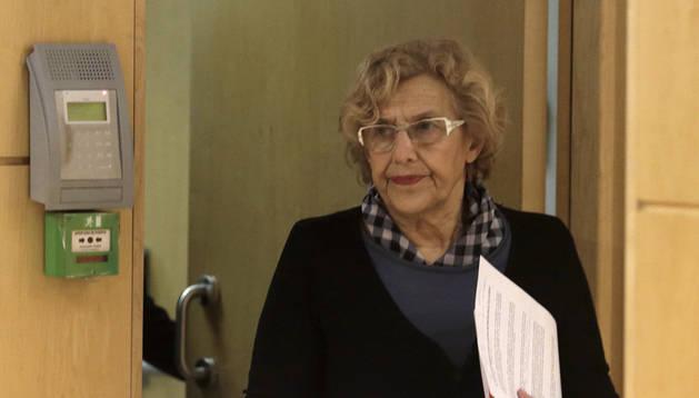 La alcaldesa de Madrid, Manuela Carmena, llega a una comparecencia de prensa.