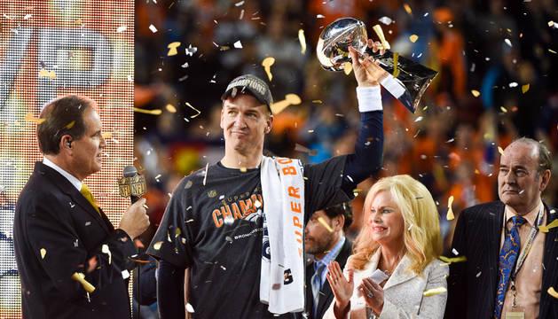 Manning lideró a los Broncos a su tercer título de Super Bowl