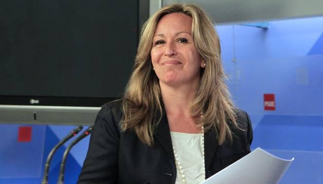Sánchez dice que Trinidad Jiménez ficha con Telefónica como trabajadora