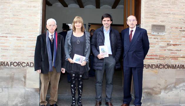 Los autores José María Rodríguez y Juan Cruz Alli, con la consejera Ollo y el alcalde de Tudela.