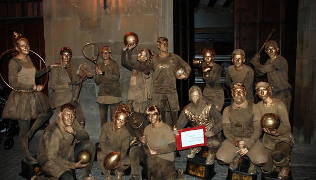 Este disfraz de 'Los trofeos' se llevó el primer premio en grupos de adultos en Corella.