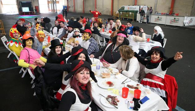 Asistentes a la comida que se celebró el sábado en la antigua estación de autobuses de Tudela.