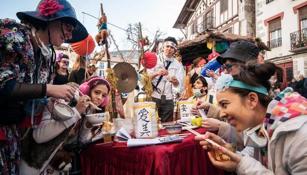 Comida china por las calles de Lesaka.