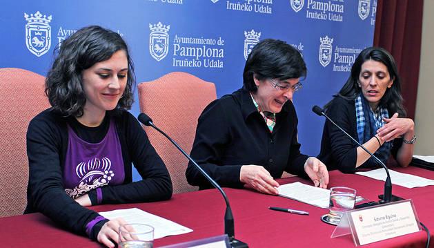 Laura Berro y Edurne Eguino, junto a Marisol De la Nava.