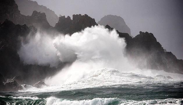 La Dirección de Atención de Emergencias y Meteorología del Gobierno vasco mantiene para este martes la alerta naranja por riesgo marítimo-costero para la navegación, tras registrarse en las últimas horas en el Puerto de Pasaia 7,3 metros de altura de ola.