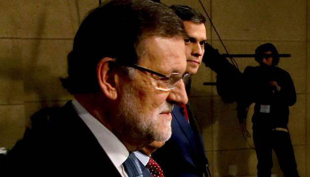 Rajoy y Sánchez, antes de su debate televisado.
