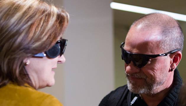 Carlos Martínez y Guadalupe Iglesias, primeros implantados en España con un 'ojo biónico'.