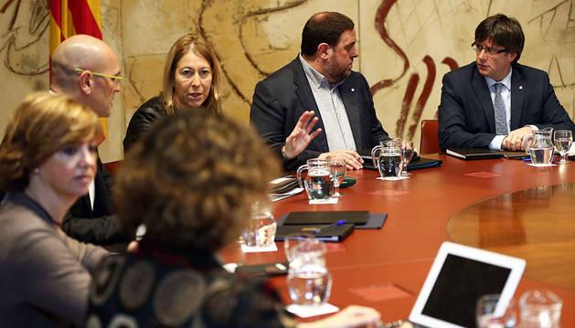 Puigdemont y Oriol Junqueras, durante la reunión semanal del Ejecutivo catalán.