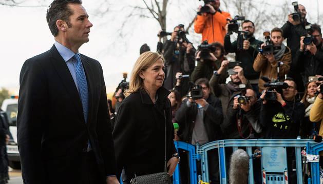 La Infanta y su marido, a su llegada a la Audiencia de Palma.