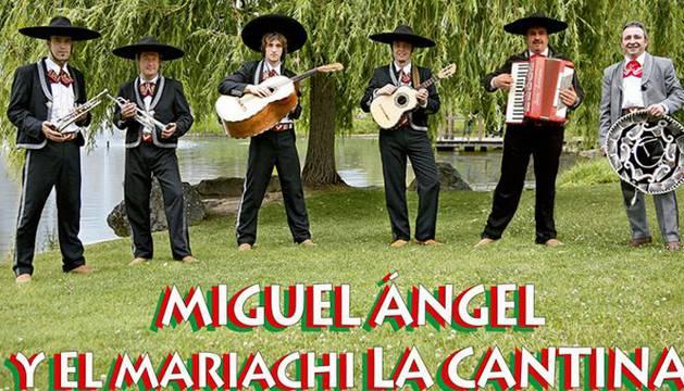 Miguel Ángel y El Maríachi la Cantina.