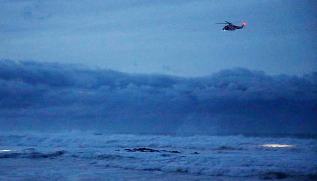 Un golpe de mar arrastra a un niño de 20 meses en Navia (Asturias)