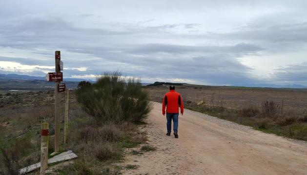 A la derecha del camino de Santa Cruz, el término de Uson-Campiestros, excluido ahora del riego.