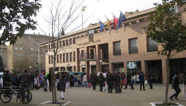 Vecinos de Barañáin, en la plaza Consistorial, en la reciente celebración de los carnavales.