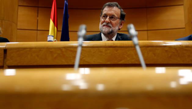 Mariano Rajoy al inicio de la reunión del grupo parlamentario popular en la Cámara Alta.