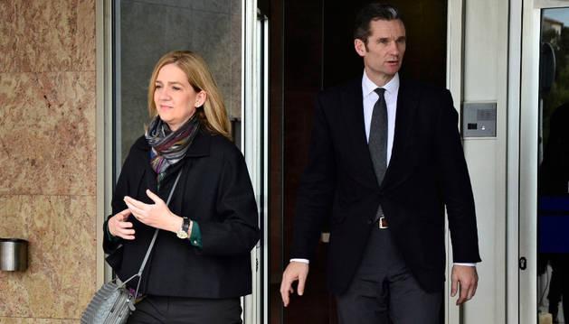 La infanta Cristina y su marido Iñaki Urdangarin, a su salida de la EBAP.