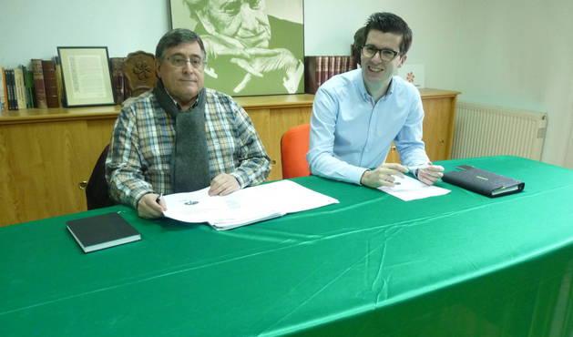 Ricardo Gómez de Segura (izquierda) y Pablo Ezcurra, los dos ediles de Geroa Bai en su sede.