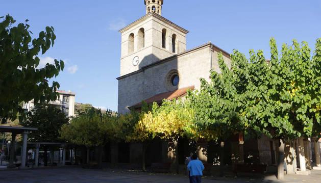 Exterior de la parroquia San Juan Evangelista de Huarte.