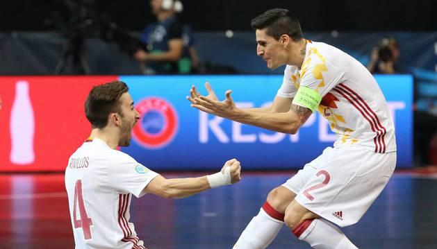 Rivillos celebra un gol contra Portugal.