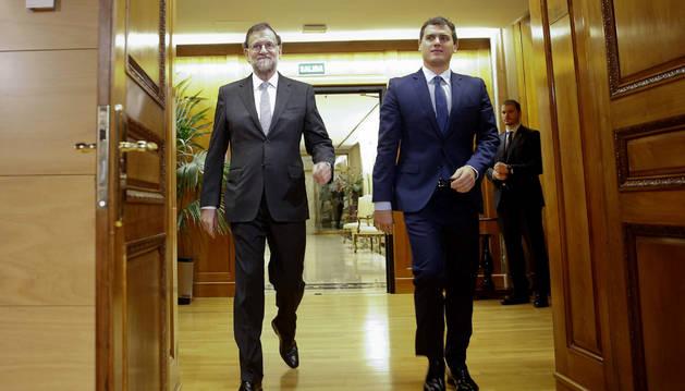 Rajoy apunta a elecciones, salvo que cuente con el aval del PSOE