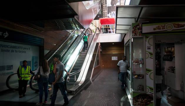 Los centros comerciales abrirán 4 horas  por el racionamiento enérgetico