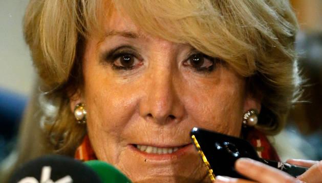 Esperanza Aguirre durante su comparecencia ante los medios en la sede del PP.