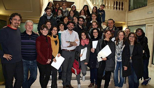 Miembros de la Escuela de Música de Barcelona, en la recepción ofrecida en el Ayuntamiento de Tudela.