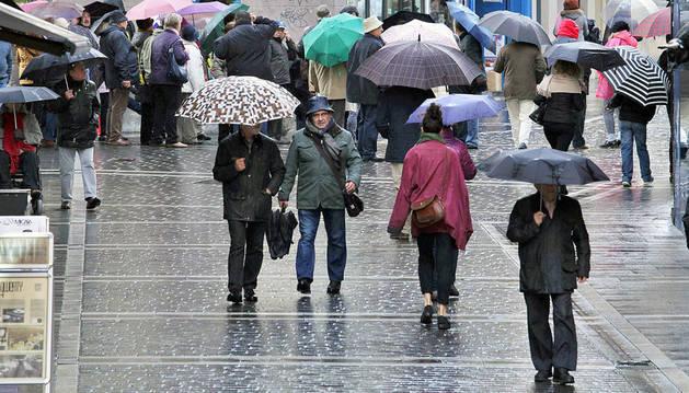 Lluvia en el centro de Pamplona.