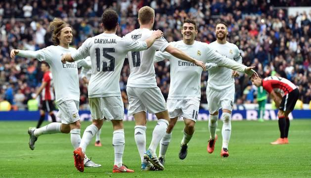 El Real Madrid celebra el gol de Kroos.